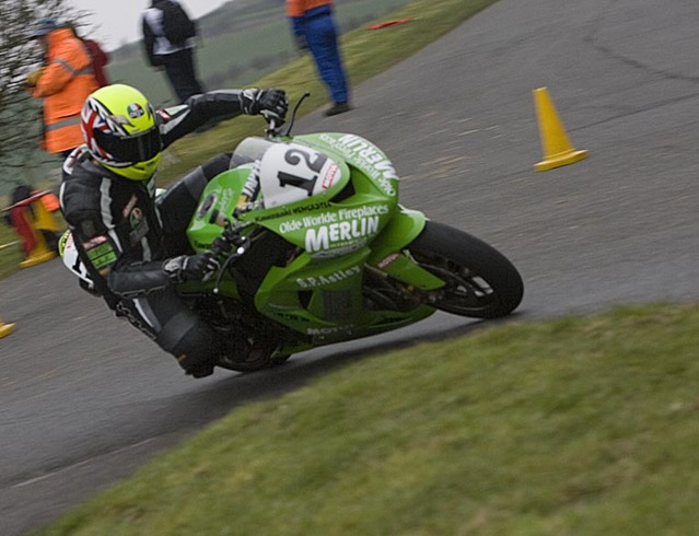 David Bell at farm bends Olivers Mount on the ZX10